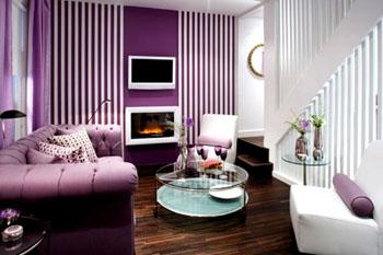 kombinasi warna cat ruang tamu ungu dan putih